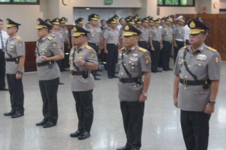 Kapolri Jenderal Pol Tito Karnavian melantik sejumlah Kapolda di Rupatama Mabes Polri, Jakarta, Kamis (15/3/2018).
