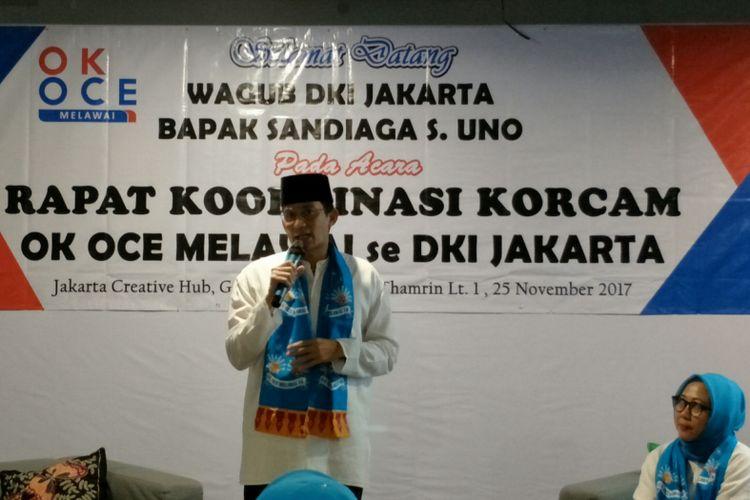 Wakil Gubernur DKI Jakarta Sandiaga Uno memberikan sambutan dalam acara rapat koordinasi Relawan OK OCE Melawai 16 di Jakarta Creative Hub, Jakarta Pusat, Sabtu (25/11/2017).