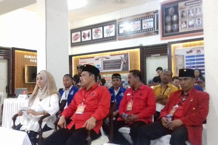 Pasangan calon Pilkada Kota Malang, Yaqud Ananda Gudban-Ahmad Wanedi saat mendaftar ke KPU Kota Malang, Rabu (10/1/2018).