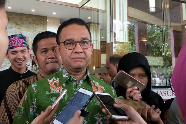 Gubernur DKI Jakarta Anies Baswedan di kawasan Pecenongan, Gambir, Jakarta Pusat, Jumat (9/11/2018).