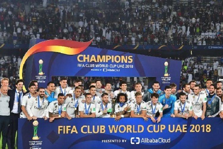 Para pemain Real Madrid merayakan gelar juara Piala Dunia Antarklub seusai mengalahkan Al Ain di Stadion Zayed Sports City, Abu Dhabi, 22 Desember 2018.