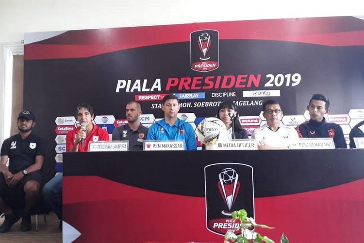 Pelatih Persipura Jayapura, Luciano Leandro, saat jumpa pers di Hotel Safira, Magelang, Selasa (5/3/2019).