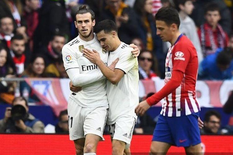 Gareth Bale dan Sergio Reguilon merayakan gol Real Madrid pada Derbi Madrid versus Atletico Madrid di Stadion Wanda Metropolitano dalam lanjutan La Liga Spanyol, 9 Februari 2019.