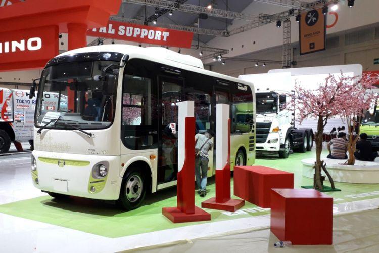 Bus Hino Poncho EV yang dipamerkan pada ajang Gaikindo Indonesia Intermational Auto Show (GIIAS) 2018.
