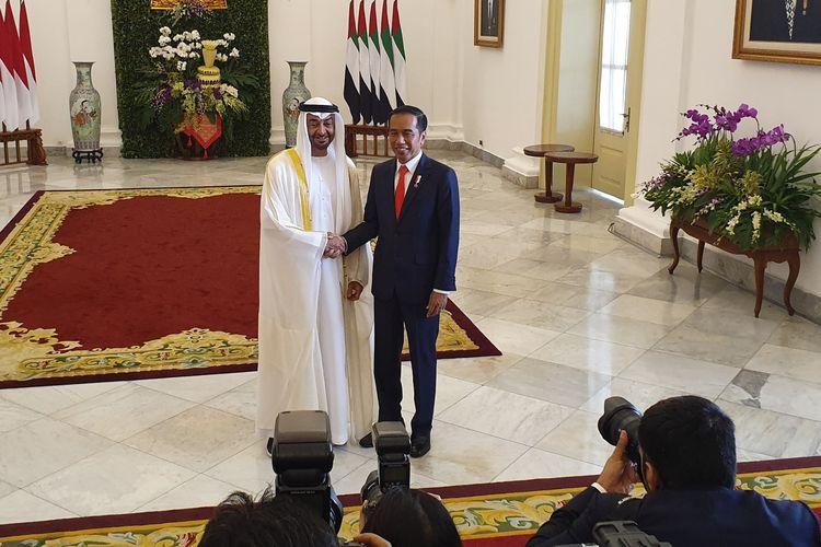 Presiden Jokowi menyambut kedatangan Pangeran Abu Dhabi, Putra Mahkota Abu Dhabi, Sheikh Mohamed Bin Zayed Al Nahyan, di Istana Bogor, Rabu (24/7/2019).(KOMPAS.com/Ihsanuddin)