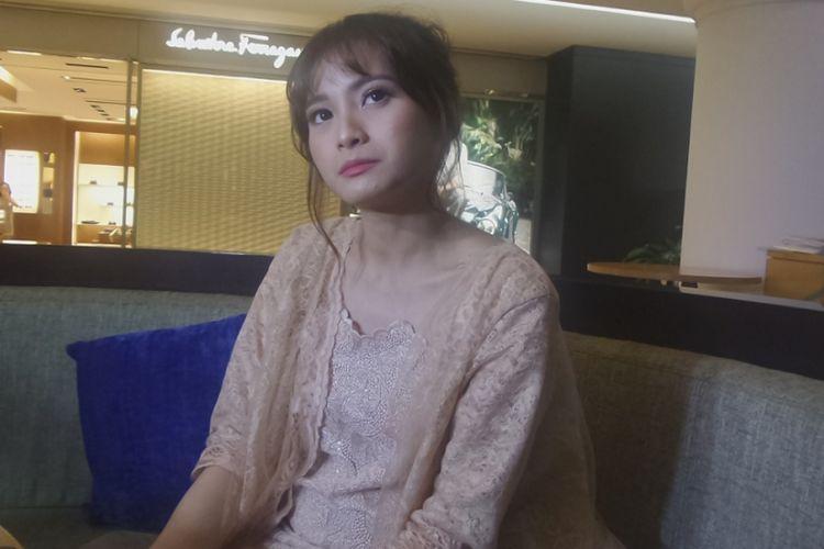 Acha Septriasa dalam wawancara usai konferensi pers film Kartini di Plaza Indonesia, Jakarta Pusat, Rabu (5/4/2017).