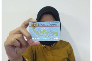 Foto Pegang KTP Jadi Persyaratan Seleksi CPNS 2018