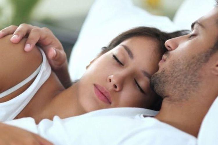 Ilustrasi tidur dengan pasangan