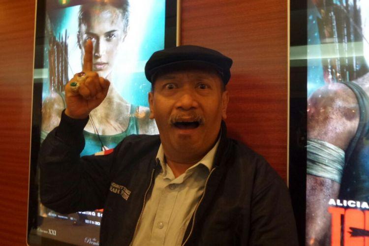 Pelawak Polo Srimulat berpose usai wawancara di Plaza Senayan, Jakarta Pusat, Selasa (13/3/2018) malam.