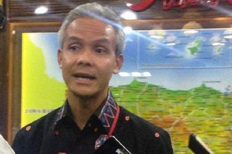 Gubernur Jateng Ganjar Pranowo ditemui wartawan di ruang kerjanya, Senin (12/11/2017). Ganjar siap memasarkan potensi Jateng dalam ajang Updates From The Regions (UFTR) di Jakarta pada 24 November 2017 mendatang.