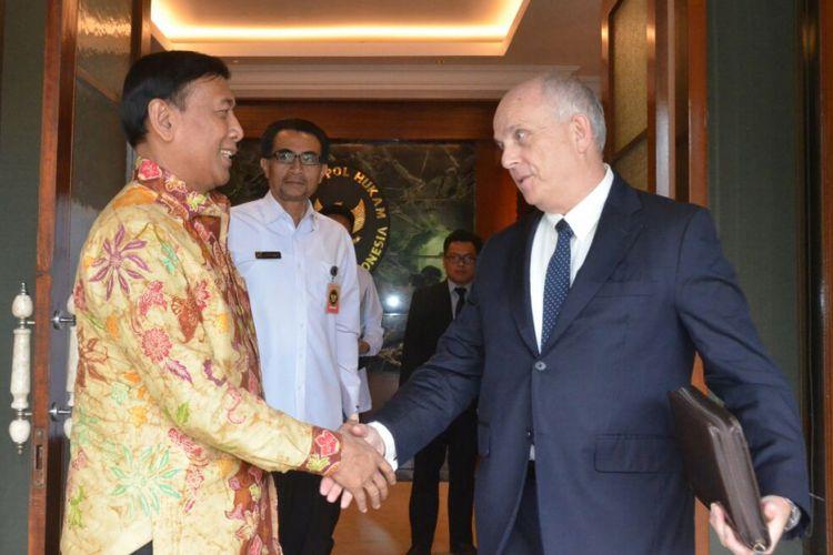 Menteri Koordinator Bidang Politik, Hukum dan Keamanan Wiranto bertemu dengan Duta Besar Amerika Serikat Joseph R. Donovan di Kemenko Polhukam, Jakarta Pusat, Selasa (28/11/2017).