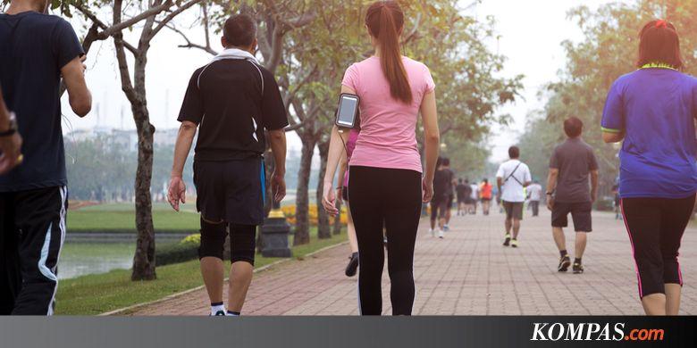 3 Cara asyik turunkan berat badan dengan jalan kaki, mau coba?