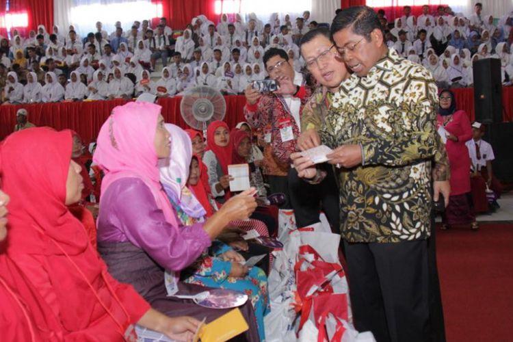 Tingkat Kemiskinan Penduduk Indonesia Menurun, Ada Apa di Balik Itu?