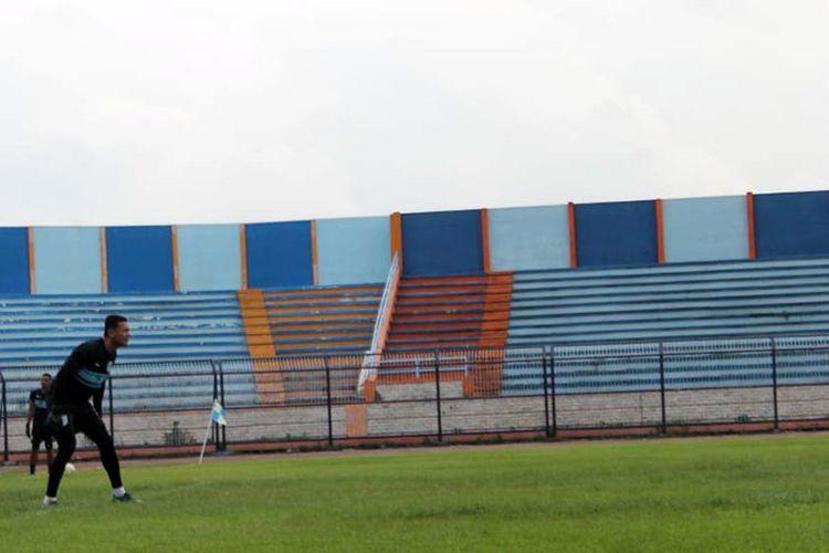 Dian Agus Prasetyo saat mengikuti sesi latihan Persela Lamongan di Stadion Surajaya, Senin (11/2/2019).