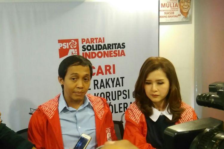 Ketua Umum Partai Solidaritas Indonesia (PSI) Grace Natalie dan Sekretaris Jenderal Raja Juli Antoni di Kantor DPP PSI, Jakarta, Jumat (15/12/2017).