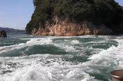 Berlayar Mendekati Pusaran Air Laut Raksasa di Jepang