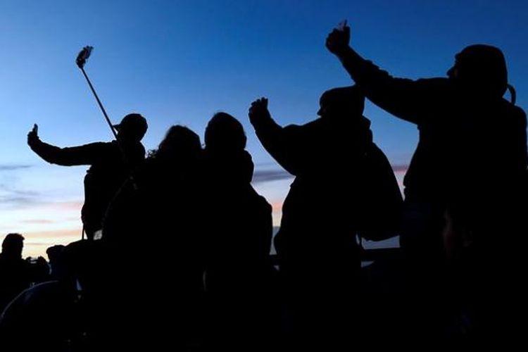 Melihat pemandangan matahari terbit dari bukit Penanjakan 1.