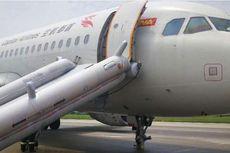 Pesawat Maskapai China Mendarat Darurat Tanpa Dua Roda