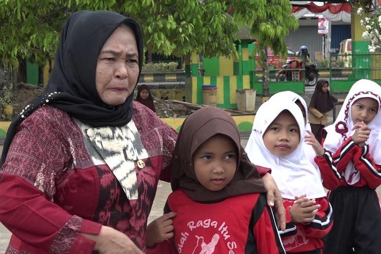 Murid SD yang mengungsi ke palopo akibat gempa bumi dan tsunami kini bermain dan belajar bersama di SDN 30 Mattirowalie, Jumat (12/10/2018)