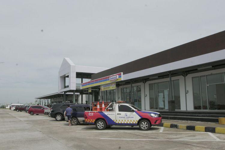 Suasana perjalanan ekspedisi komparasi Tol Trans Jawa - Pantura oleh tim Otomotif Kompas.com