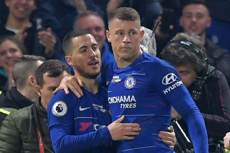 Eden Hazard merayakan golnya bersama Ross Barkley pada pertandingan Chelsea vs West Ham United dalam lanjutan Liga Inggris di Stadion Stamford Bridge, 8 April 2019.