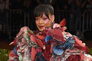 Rihanna Tuntut Ayahnya ke Pengadilan