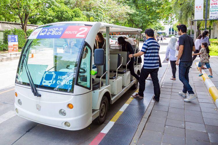Hop off-Hop On merupakan sarana transportasi massal berteknologi listrik yang digunakan di kampus KMUTT, Bangkok, Thailand, sebagai sarana sosialisasi dan implementasi era kendaraan listrik di masyarakat kampus.