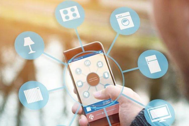 Ilustrasi transaksi non-tunai menggunakan smartphone.