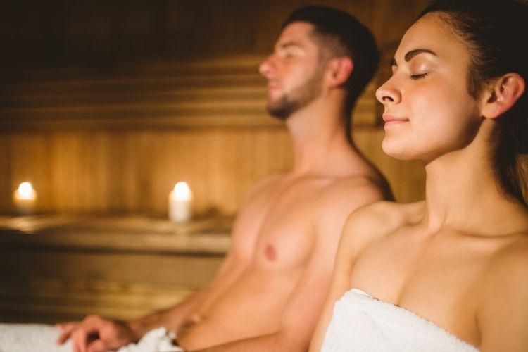 Ilustrasi menikamti sauna