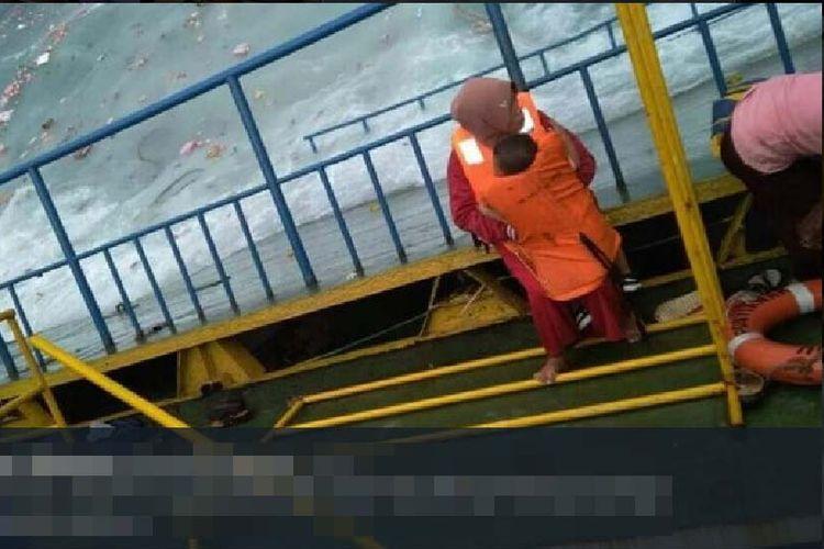 Berbagi Pelampung saat Kapal Tenggelam, Ibu Hamil dan Anak Balitanya Ditemukan Tewas