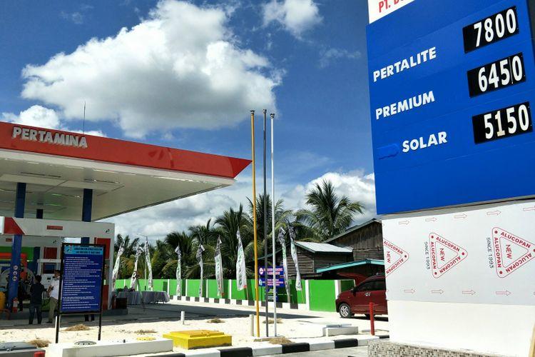 Peresmian program BBM satu harga di Stasiun Pengisian Bahan Bakar Umum (SPBU) Kompak 66.774.003, Kabupaten Nunukan, Kecamatan Seimenggaris, Provinsi Kalimantan Utara, Jumat (9/3/2018).