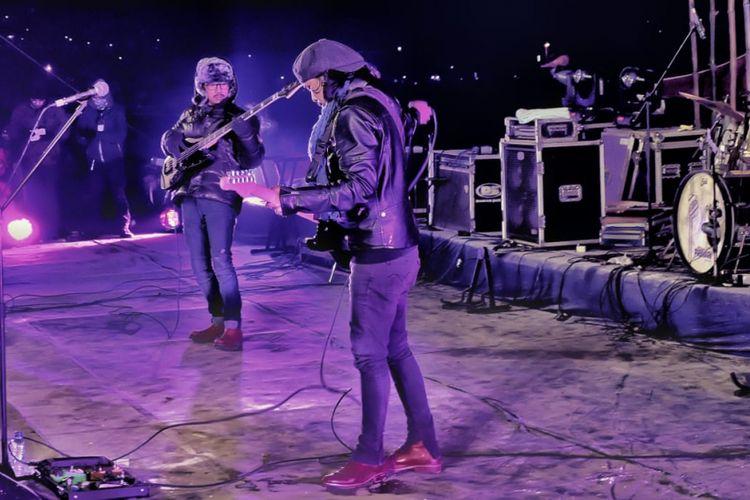 Gugun Blues Shelter saat manggung di Dieng Culture Festival 2018.