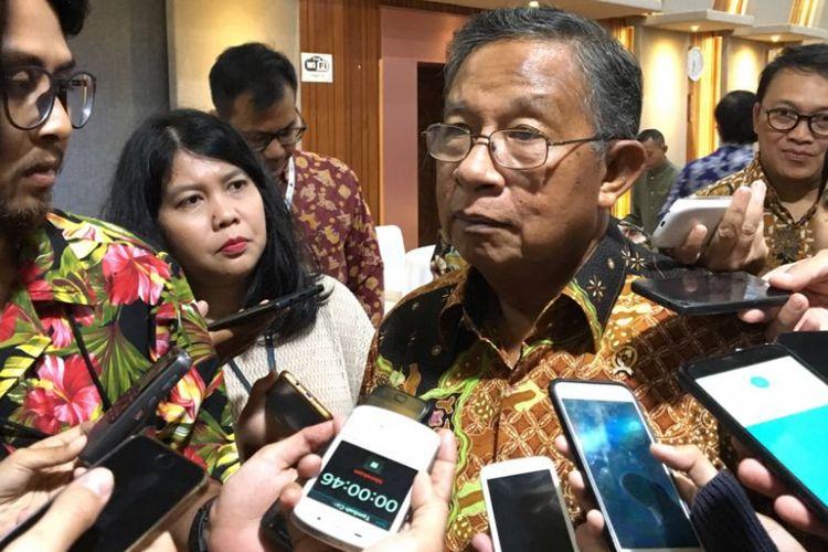 Menteri Koordinator Bidang Perekonomian Darmin Nasution usai rapat koordinasi terbatas membahas fasilitas Generalized System of Preference (GSP) dari Amerika Serikat di kantornya, Jumat (13/7/2018) malam.