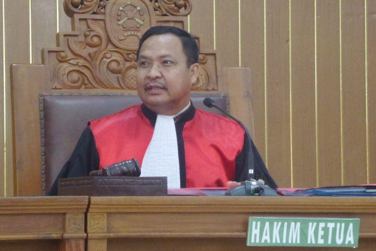 Hakim tunggal praperadilan Kusno saat menyidangkan gugatan atas penyidikan kasus dugaan korupsi pembelian heli AW 101 di PN Jakarta Selatan, Jumat (10/11/2017).