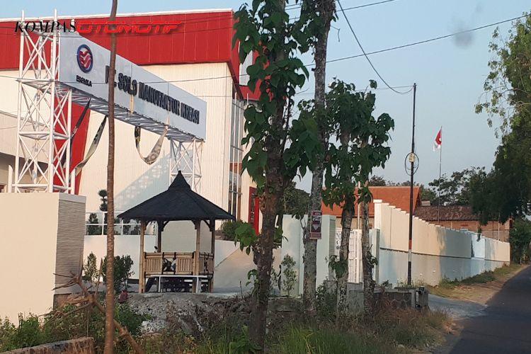 Pabrik Esemka di Boyolali dengan papan nama PT Solo Manufaktur Kreasi
