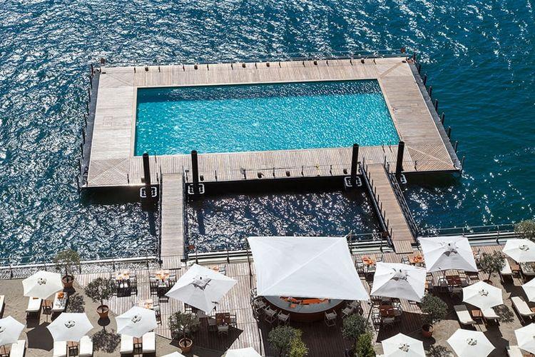Hotel bintang lima Hotel Grand Tremezzo di Danau Como, Italia, memiliki kolam renang mengambang diatas Danau Como.