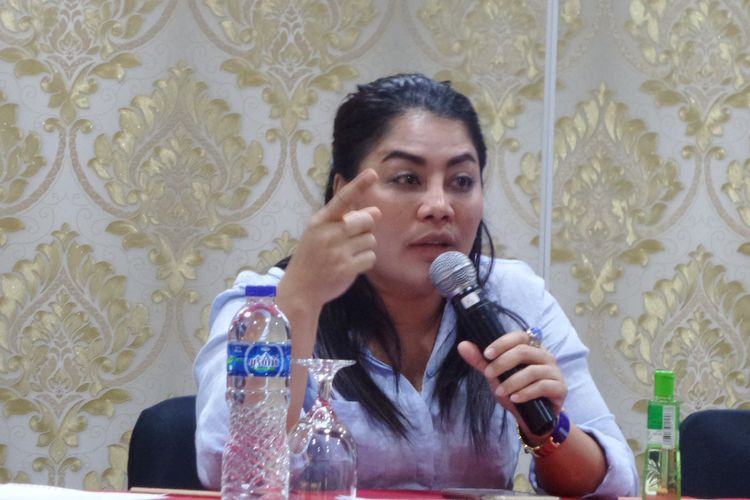 Direktur Eksekutif Seknas Fitra, Yenny Sucipto dalam diskusi di Jakarta, Minggu (2/4/2017).