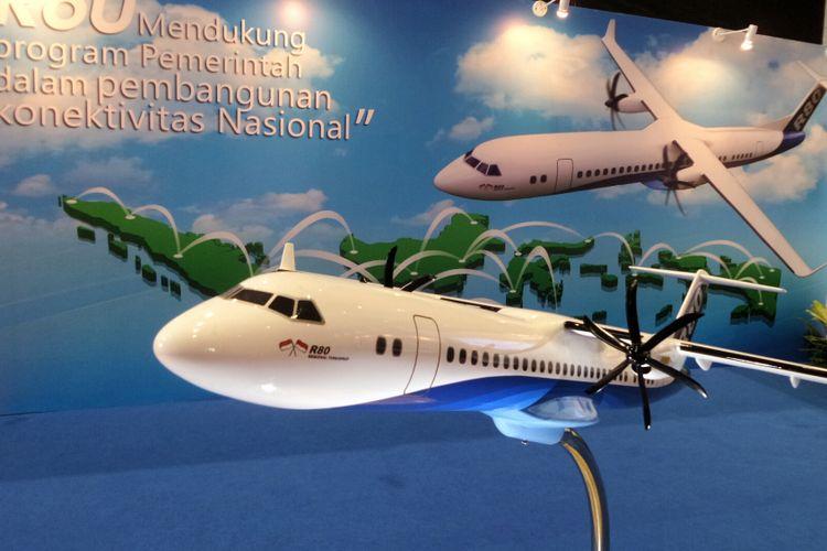 Miniatur Pesawat Terbang R80 yang dipamerkan pada Badan Ekonomi Kreatif (Bekraf) Habibie Festival 2017 di JIEXPO Kemayoran, Jakarta Pusat, Senin (7/8/2017).