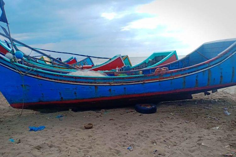 Boat nelayan Aceh Timur yang diselamatkan ke Pantai Seunuddon, Kabupaten Aceh Utara, Senin (24/6/2019)
