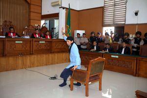 Hakim: Tidak Ada Hal yang Meringankan Vonis Aman Abdurrahman