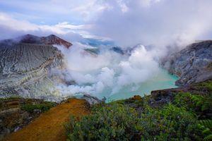 Gas Beracun Gunung Ijen, Warga Mengungsi hingga Pendakian Ditutup