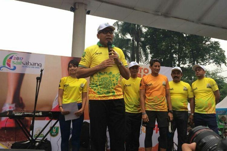 Wakil Gubernur DKI Jakarta Sandiaga Uno mengikuti Fun Run 5K Road to Sail Sabang 2017, di CFD Sudirman-Thamrin, Minggu (19/11/2017).