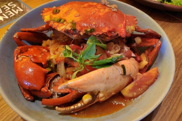 Kepiting tumis pedas, hidangan di Sate & Seafood Senayan.
