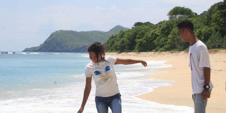 Pesona Pantai Mingar, di Desa Pasir Putih, Kecamatan Nagawutung, Kabupaten Lembata, Nusa Tenggara Timur yang sangat memanjakan mata.