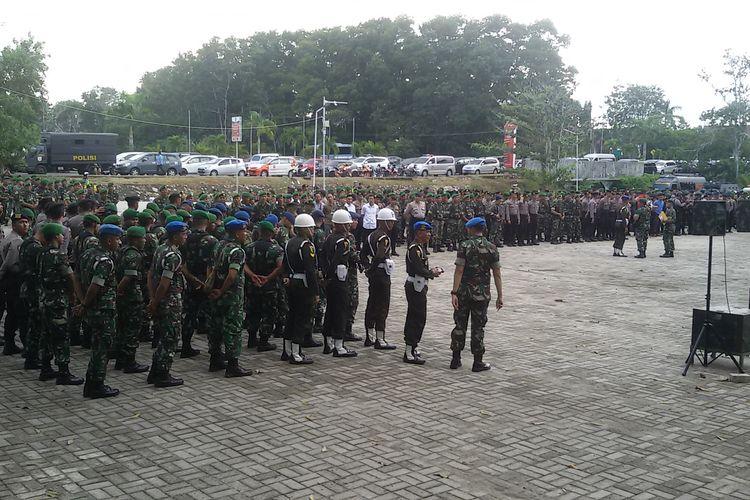 Apel pasukan gabungan TNI-Polri di Lapangan Bhaypark Mapolda Kepulauan Bangka Belitung, Rabu (13/3/2019).