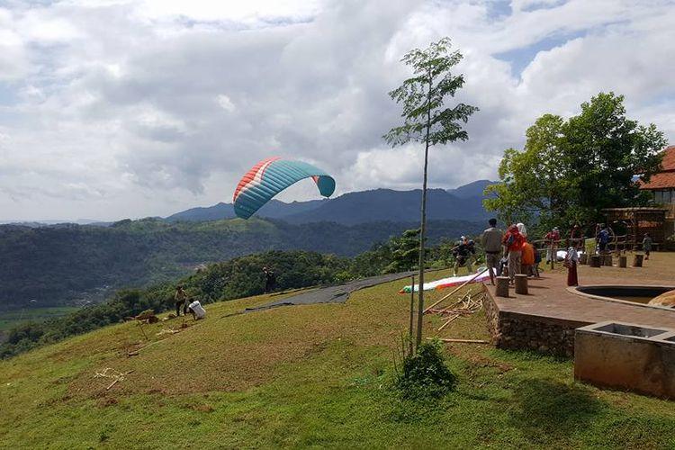 Destinasi wisata paralayang di Sumedang, Jawa Barat.