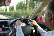 Usia 92 Tahun, Mahathir Masih Menyetir Mobil