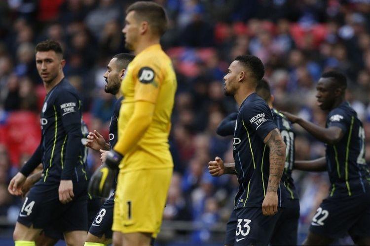 Gabriel Jesus merayakan gol bersama rekan-rekannya pada pertandingan Manchester City vs Brighton & Hove Albion dalam semifinal Piala FA di Stadion Wembley, 6 April 2019.