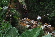 Viral Video Buang Sampah, Dua Pria Ini Dihukum Bersihkan Sungai