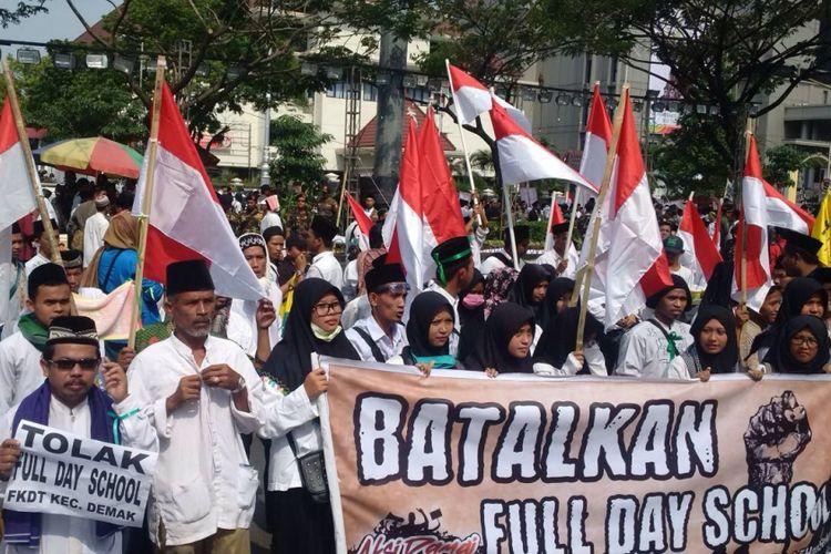 Demo tolak full Day school di Kota Semarang, Jumat (21/7/2017)
